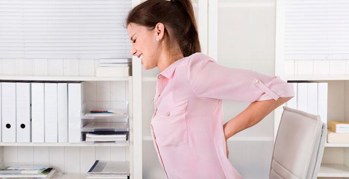 Los dolores agudos en lo bajo del vientre que pasan en los riñones